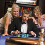 Já experimentou o strip poker? Conheça algumas alternativas
